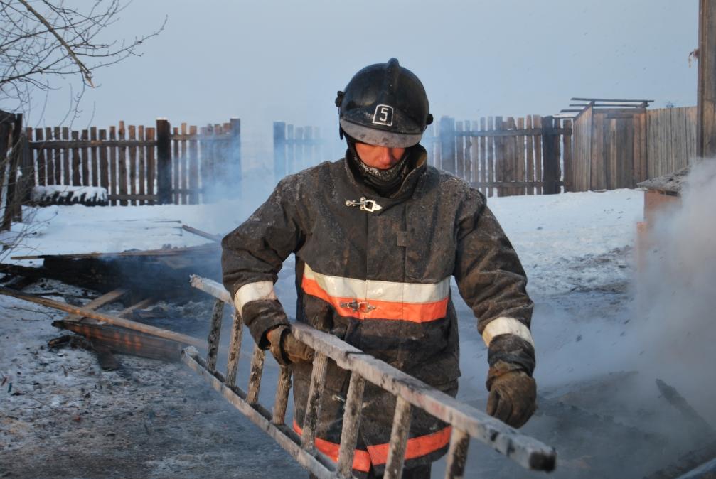 За прошедшие сутки огнеборцы защитили жилье трех забайкальских семей