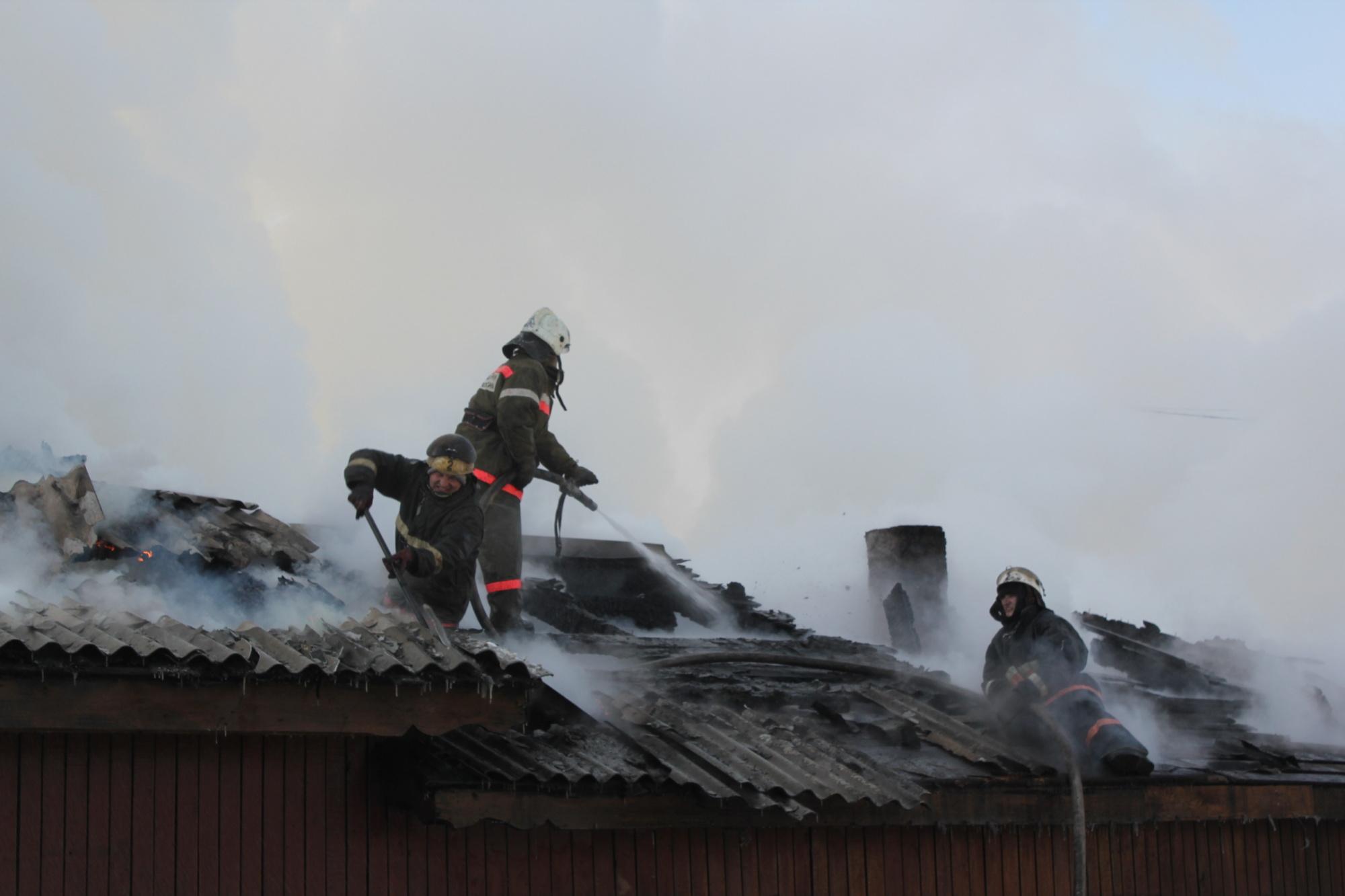 Огнеборцы спасли от уничтожения дом в Чернышевском районе