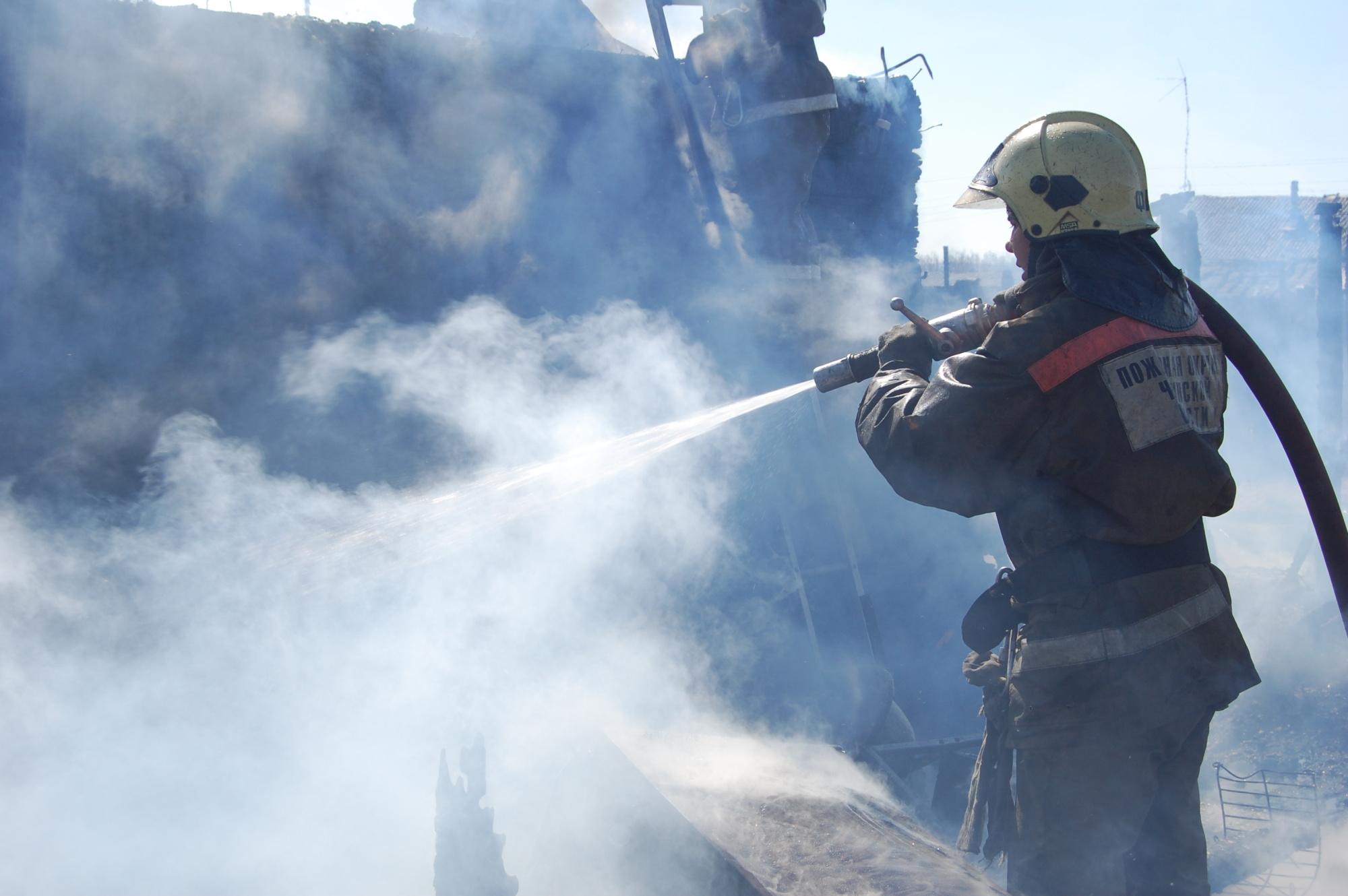 Пожарные ликвидируют возгорание в селе Нижние Ключи Нерчинского района