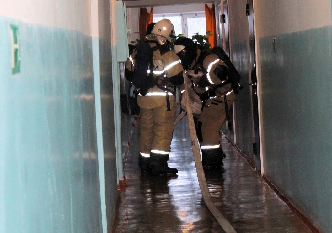 Горящее в административном здании кресло потушили пожарные в городе Петровск-Забайкальский