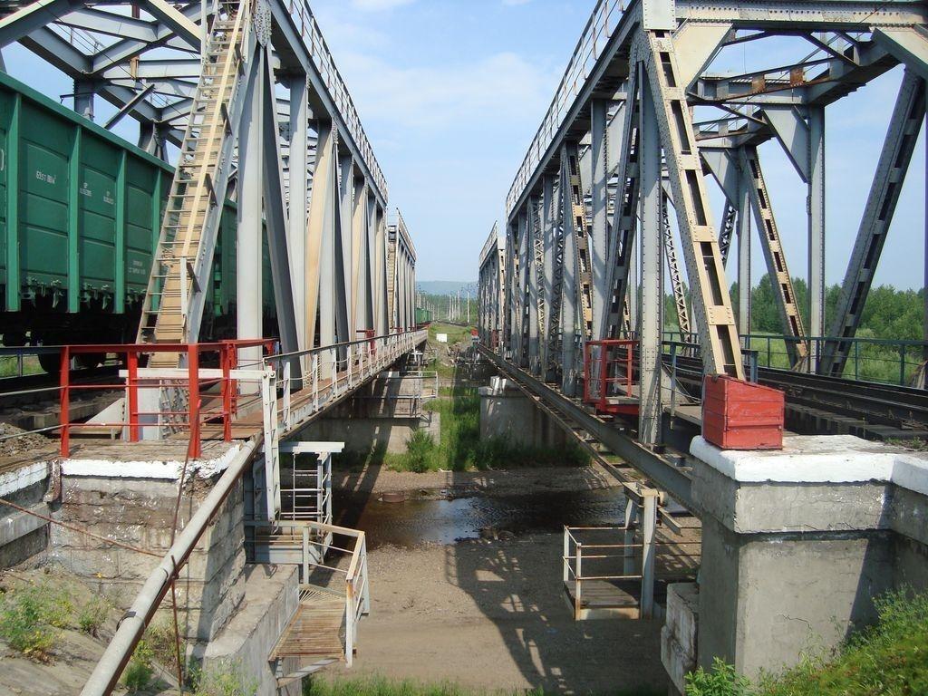 Обрушение железнодорожного моста произошло в Сретенском районе
